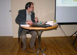 Paweł Nowicki podczas wieczoru autorskiego
