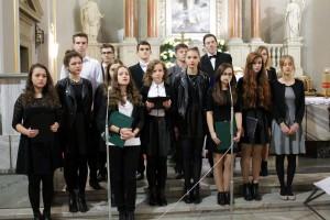 Uczniowie ILO im.M. Kromera podczas uroczystości ku czci Niepdległej