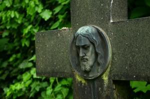 cmentarz krzyz chrystus