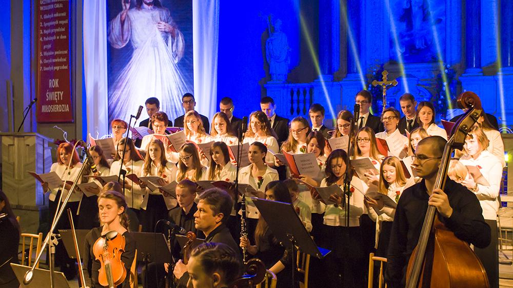 """Oratorium """"Miłość ponad wszystko"""" wBazylice Mniejszej wGorlicach - fot.Kuba Wszołek"""